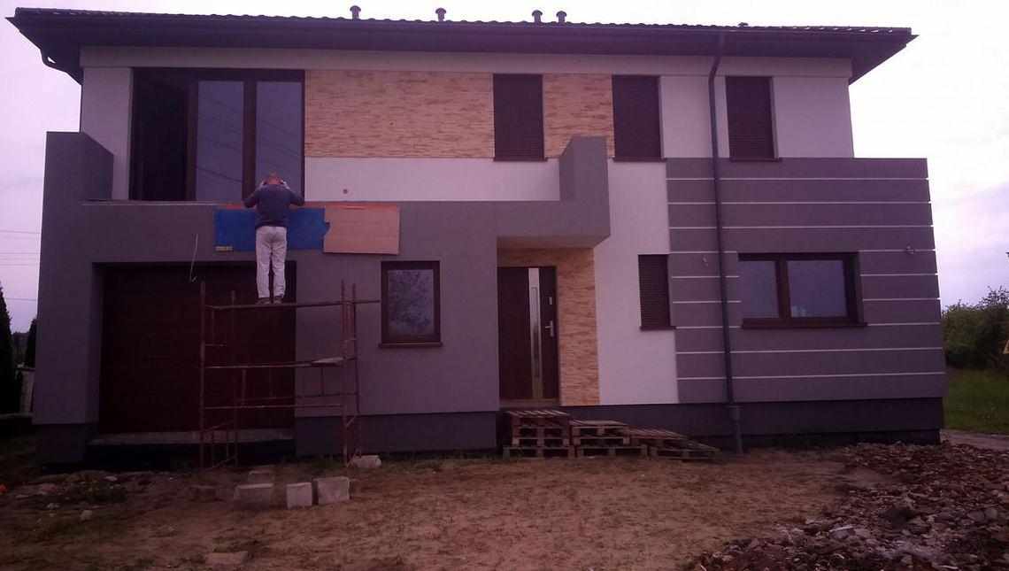 Проект сучасного двоповерхового котеджу з натуральним кам'яним фасадом
