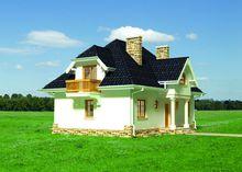 Привабливий житловий будинок на три балкона з цокольним поверхом